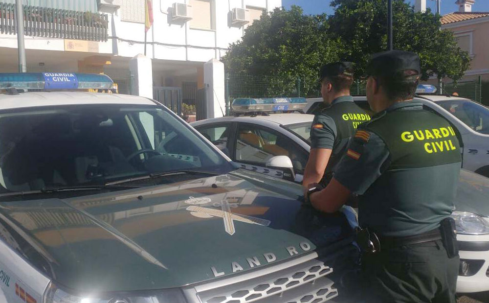 Agentes de la Guardia Civil en Lepe